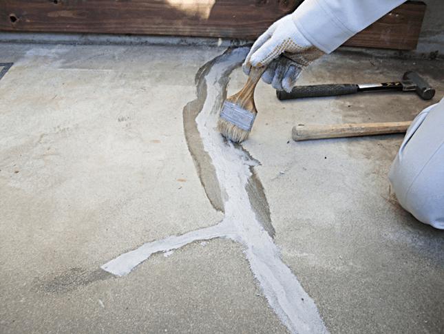 東京都西東京市にてコンクリート床のクラック補修