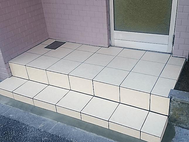 東京都杉並区にてビルの内階段と玄関のリフォーム