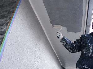 プライマーの下塗り塗装が終了したら、中塗りを行い、最後の仕上げに上塗り塗装を行い完了となります。