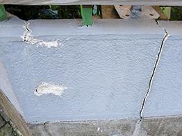 同様に塀の補修です。崩れた箇所と、継ぎ目が断絶しているので修繕しました。