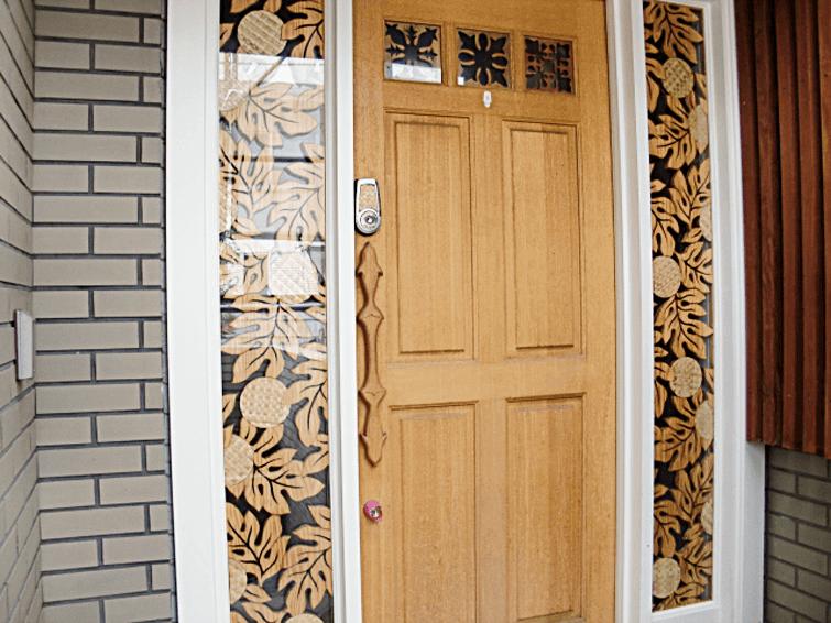 東京都文京区にて木製玄関ドアの補修