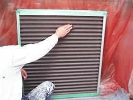 取り外し可能な部位は、取り外して塗装を行います。こちらもケレン清掃から徹底して行います。