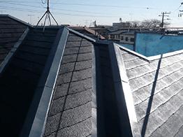 屋根塗装の完了です。今回は屋根塗料にヤネフレッシュFという非常に耐候性が高い塗料を使用しているので耐用年数が長いです。