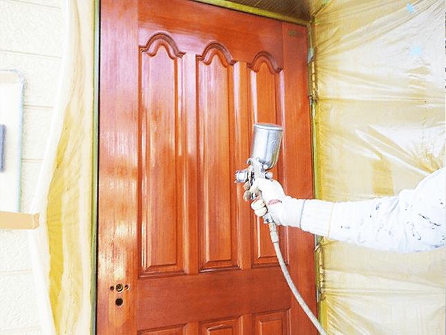 木製の高級玄関ドアの補修、塗装