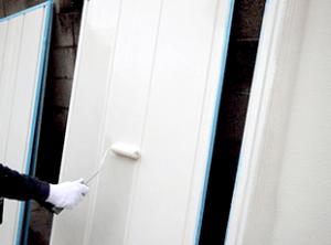 外壁などと同様に下地処理が終了してから、下塗り、上塗りを行います。どの部位も徹底的に丁寧に作業を行います。