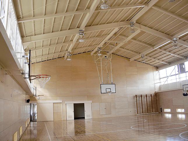 東京都八王子市にて小学校の体育館補修